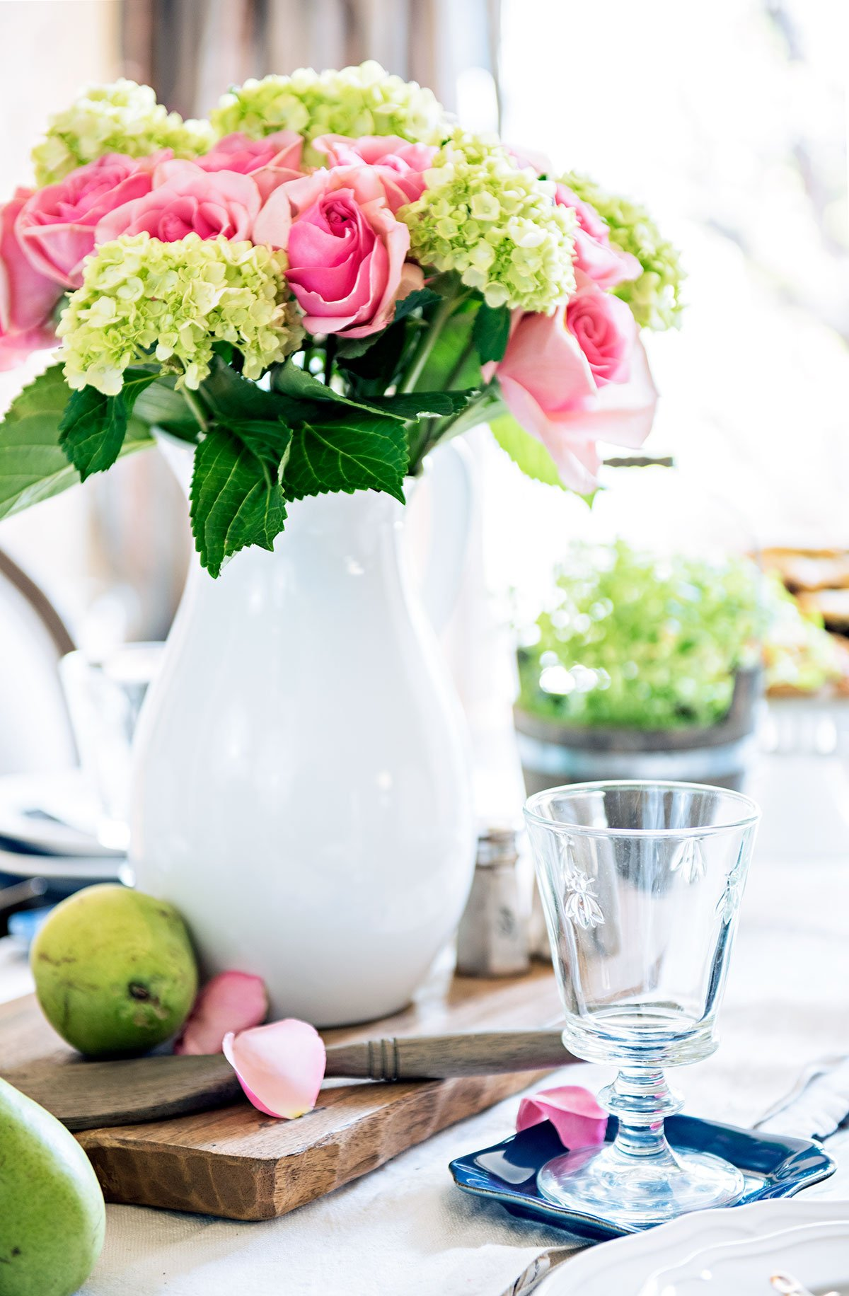 TIDBITS&TWINE Dining Table Centerpiece Hydrangea and Roses