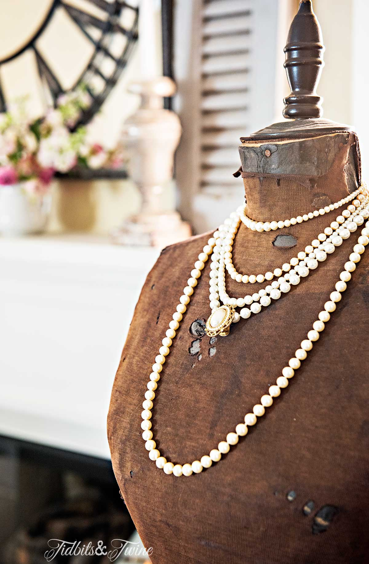Tidbits&Twine-French-Manequin-and-Pearls-Site