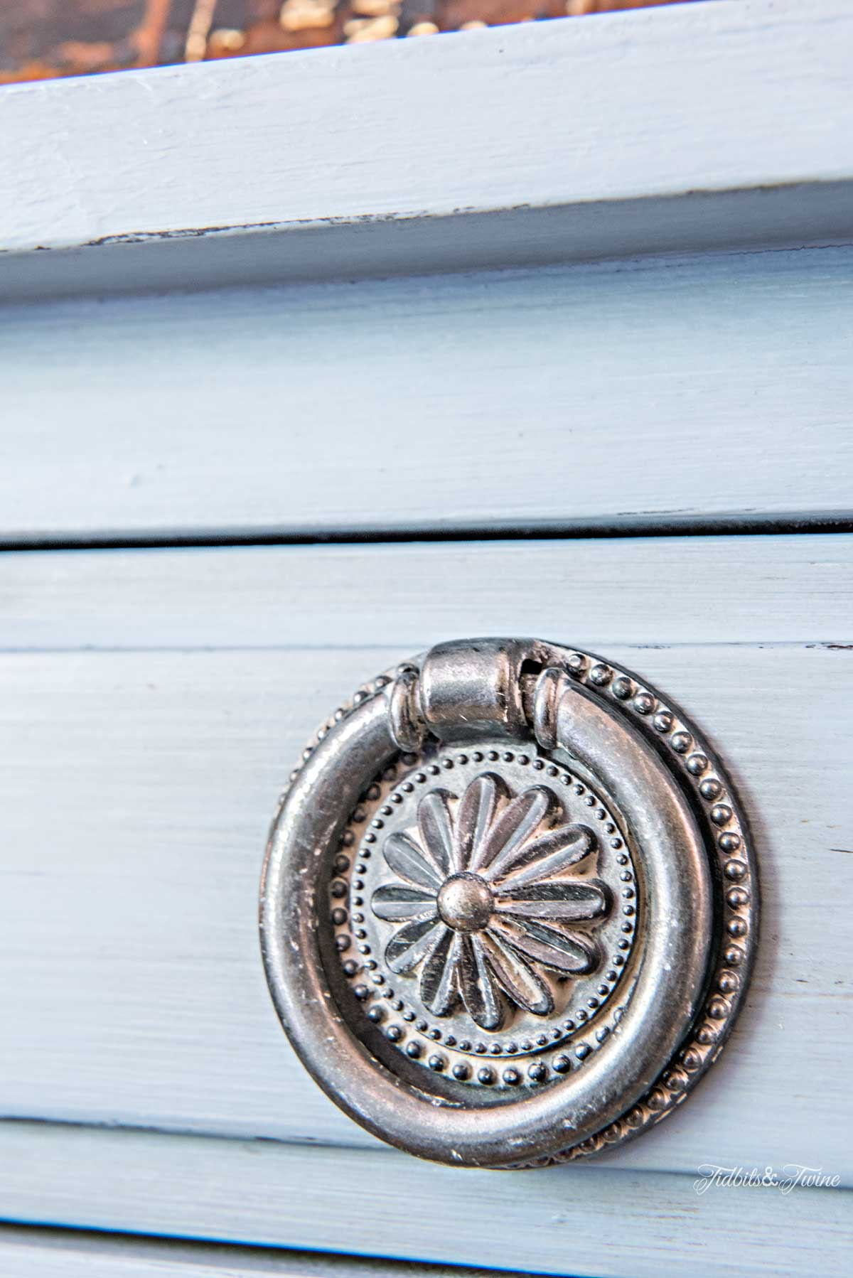 Tidbits&Twine-Chalk-Painted-French-Drawer-Knobs