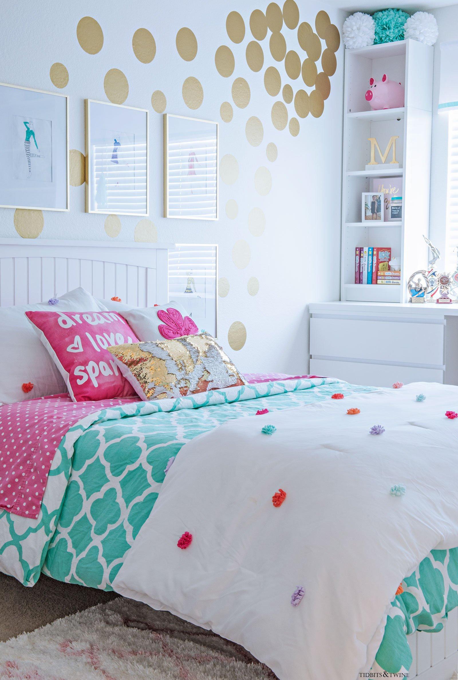 Tween Girl\'s Bedroom Makeover - REVEAL - TIDBITS&TWINE