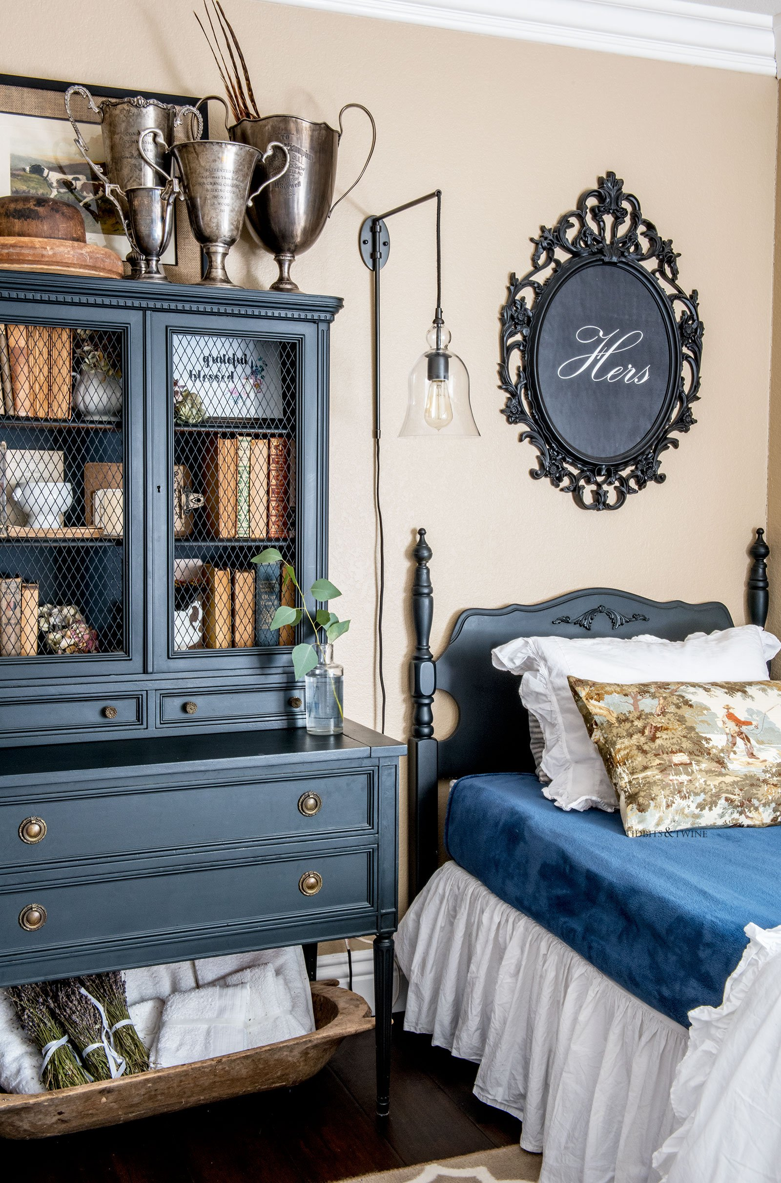 Fall French style guest bedroom with twin beds