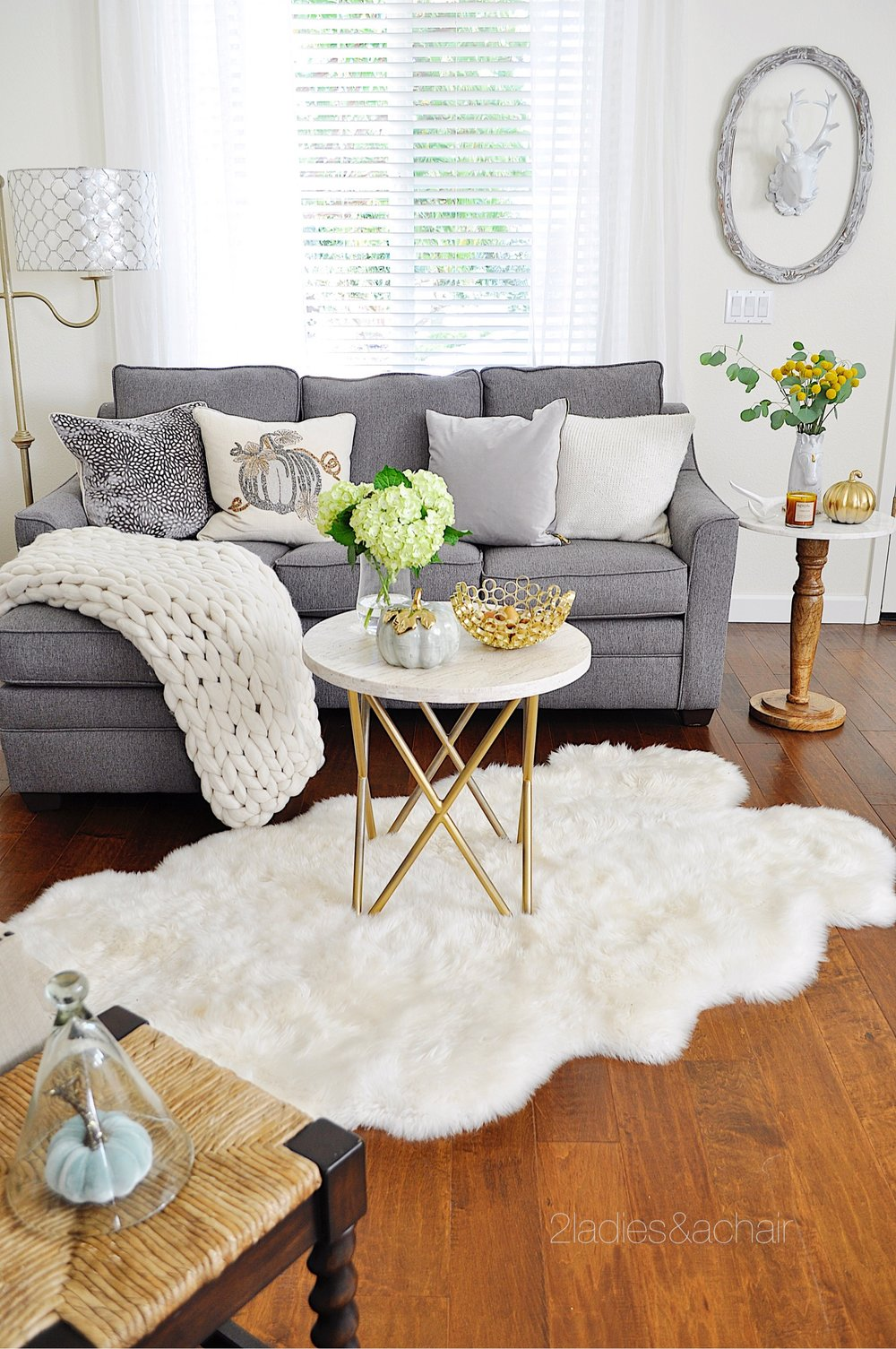 Small scale decorating ideas for the living room