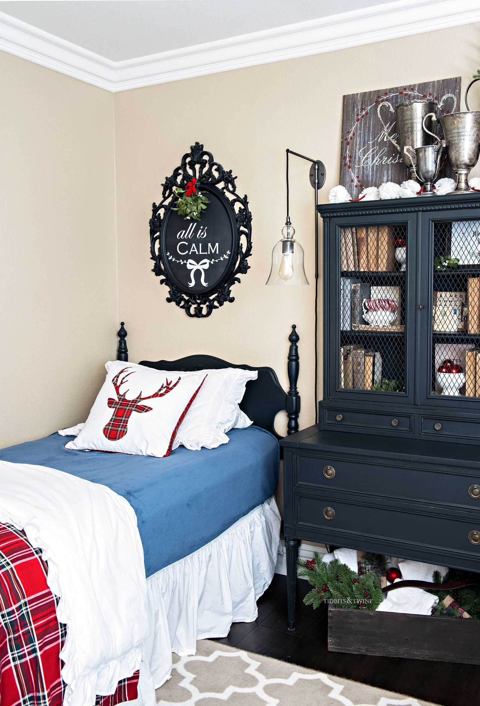 Christmas decor in the guest bedroom