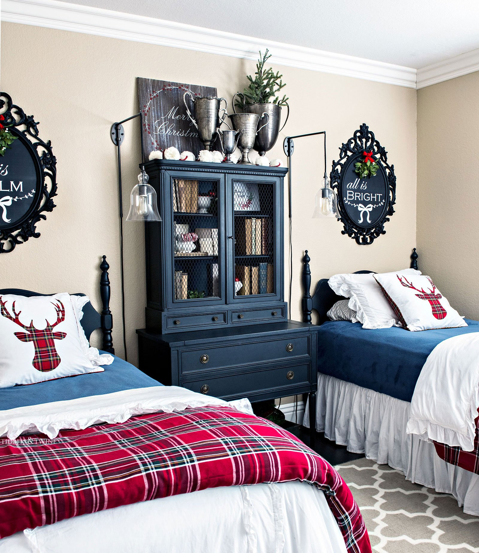 Blue red and green guest bedroom with twin beds