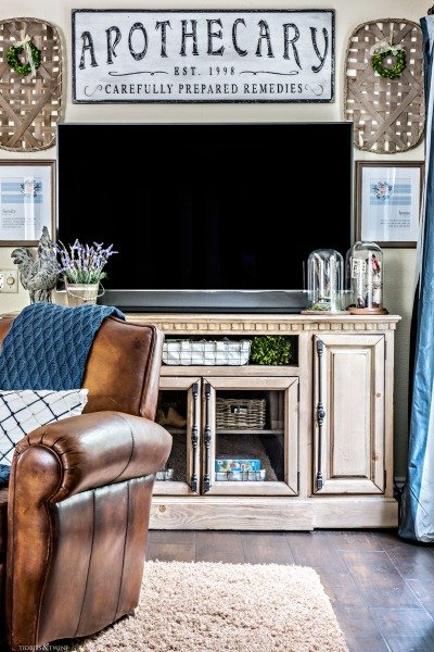 French Farmhouse TV Gallery Wall