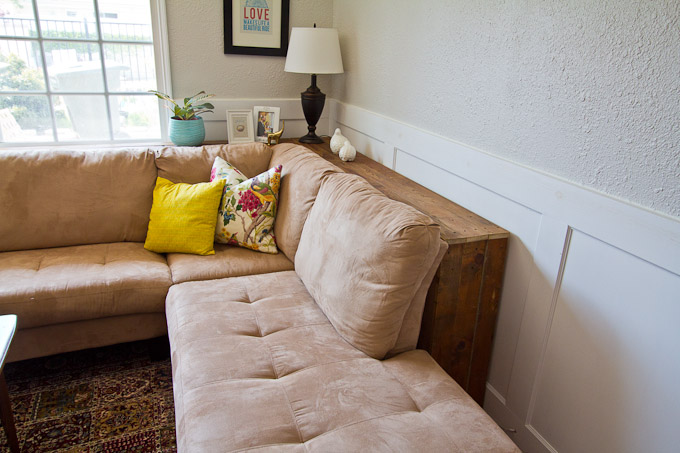 DIY table behind sectional. How to make a small space look bigger #smallspace #decorating