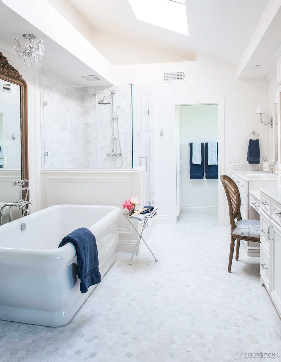 French elegant marble master bathroom in blue and white
