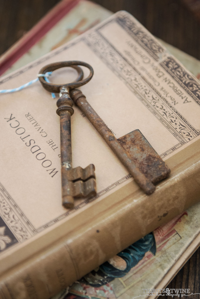 Large French vintage skeleton keys