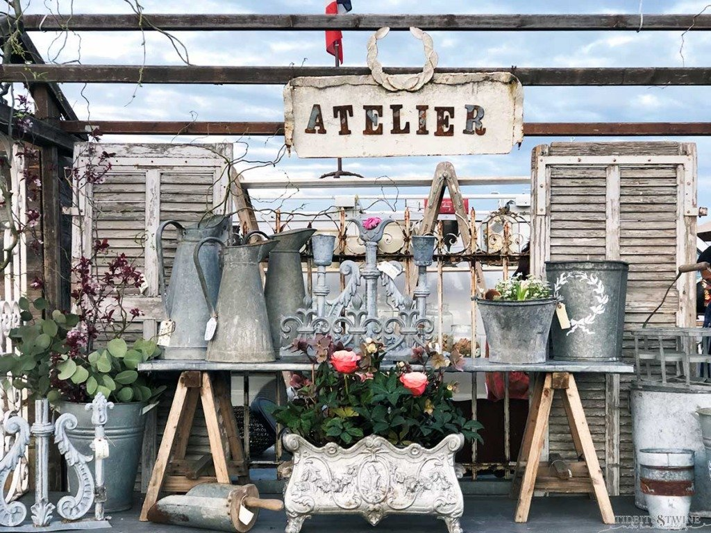 Atelier de Campagne booth display