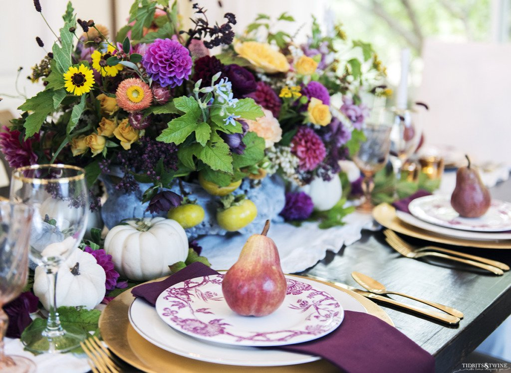 fall table with gold and burgandy and large jardinere with flowers