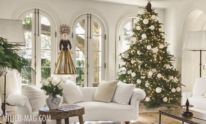 Living room with white sofas and large christmas tree with white ornaments